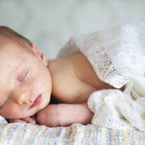 bebe-endormi-couverture